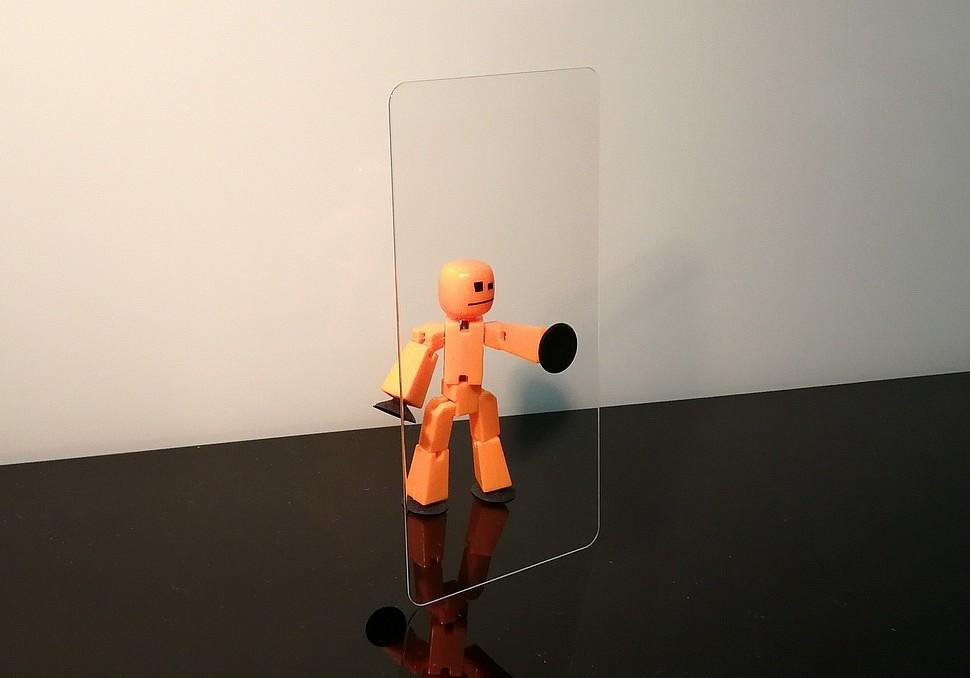 Стеклянная задняя панель цифрового устройства